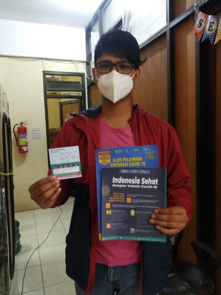 Peserta vaksinasi Covid-19 tanggal 16 Januari 2021 di UPT Puskesmas Pakualaman